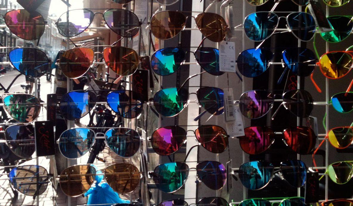 gekleurde zonnebrillen