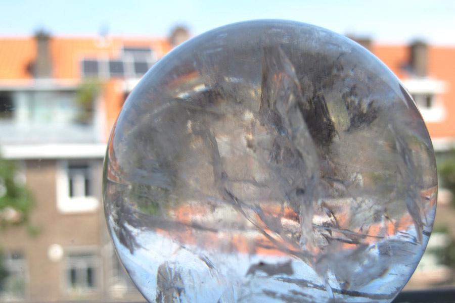 uitzicht door glazen bol